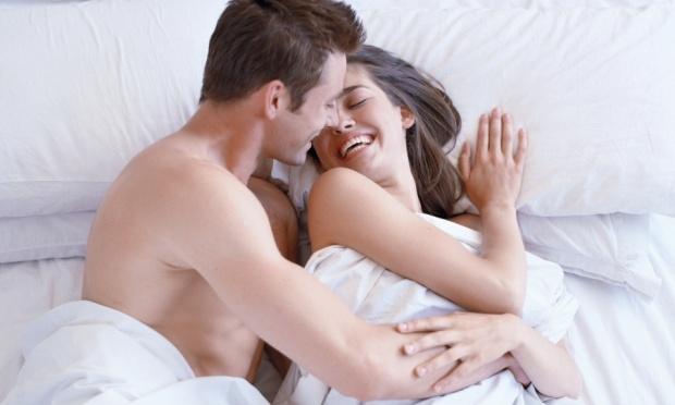 casal-na-cama