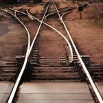 Trilhos de trem em bifurcação
