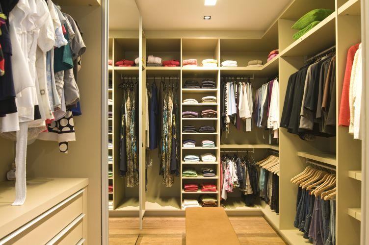 5 dicas inteligentes para economizar e ter o guarda roupas for Closet de tablaroca modernos