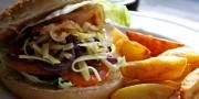 hamburguer com batata frita