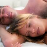 casal dormindo sem sexo