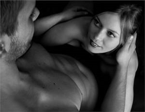 homem e mulher fazendo sexo oral