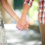 Não, não acredito que é possível ser feliz sozinho e também não acho que ninguém pegará uma aversão ao amor.