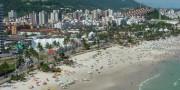 Belas praias, gastronomia qualificada e programação cultural agitada garantem uma temporada inesquecível na cidade