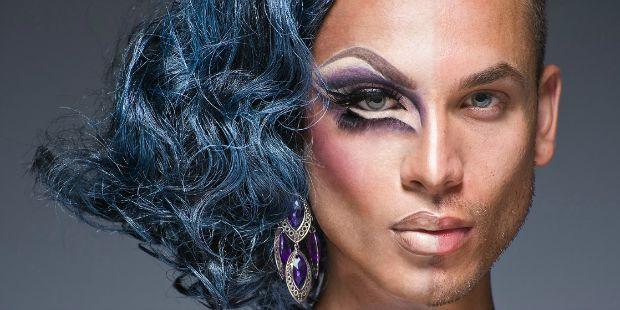 Drag queem, diferente de travesti, de gay e etc.